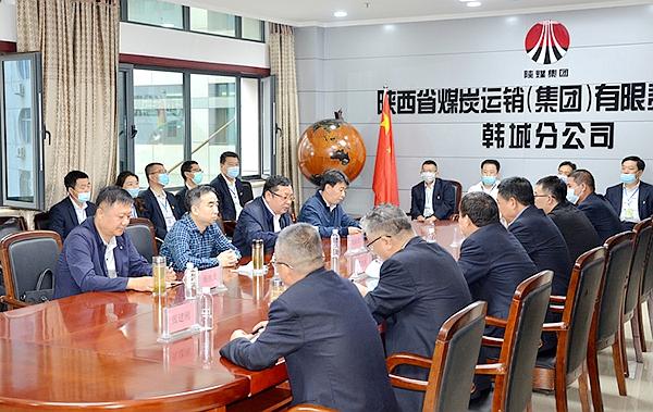亚博体彩官网集团领导到韩城分公司宣布领导班子调整决定